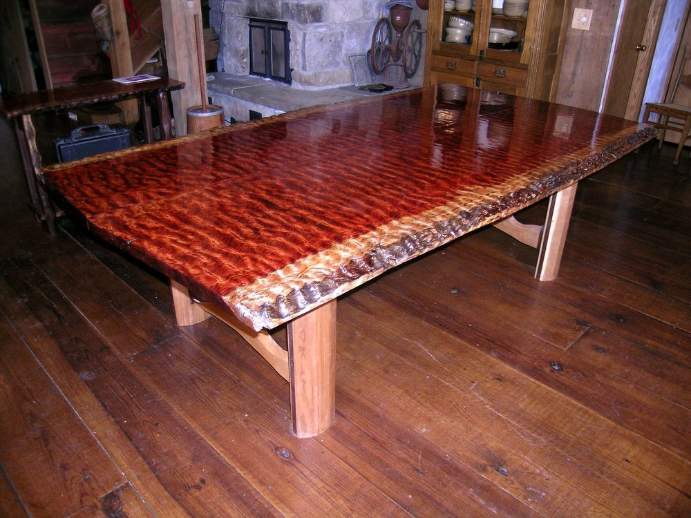 Live edge wooden table looking perfect in a cabin space.