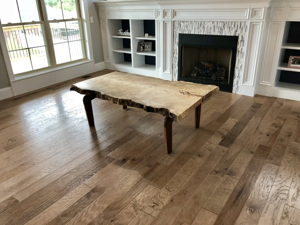 Piece of all natural live wood table looks gorgeous in this modern day home.